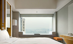 2310 (Hotel Jen, Hong Kong) (Willem van den Hoed) Tags: wallpaper hongkong bed sheets nightlight sheet serene kowloon 23rd hotelroom hongkongisland 23rdfloor 2310 willemvandenhoed hoteljen
