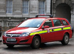 London, England (Mic V.) Tags: city uk blue light red england london car station wagon fire fighter break estate britain united capital great transport kingdom voiture londres fireman service british emergency 2009 services astra brigade vauxhall lfb c934