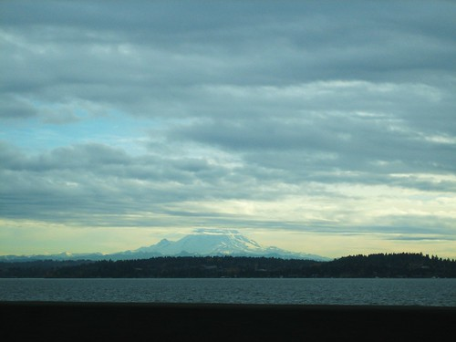 091127. mt. rainier caused a traffic jam.