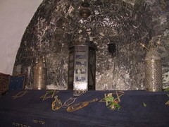 Torah case in niche over Tomb of King David (Picturesfree.org)