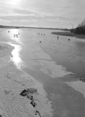 Fishermen on Ice (mblomqvist) Tags: helsinki vanhankaupunginlahti rolleiretro400s160 rodinal125