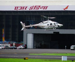 The Ambani dude landing in to Mumbai from his villa (Mark D. Martin India) Tags: vijay india martin bell d mark air jet indigo 8 systems cargo dash kingfisher 1900 airbus 650 ng boeing 300 airways mumbai airlines beechcraft kolkata 72 42 747 oberoi global paramount 737 piaggio a320 supply alliance gulfstream airindia 550 mukesh atr mallya reliance ambani avanti spicejet indianairlines p180 gmg nacil mdlr