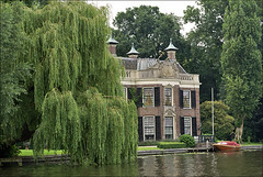 Country estate along the river (Foto Martien) Tags: holland netherlands dutch river utrecht place nederland villa grange a100 breukelen manorhouse countryhouse maarssen buitenplaats rivier weesp vecht vechtstreek loenen landhuis landgoed herenhuis provincieutrecht countryestate buitenhuis provinceutrecht sonyalpha100 countryseat utrechtsevecht wijdemeren platinumheartaward buitengoed grouptripod martienuiterweerd carlzeisssony1680 martienarnhem vechtregion