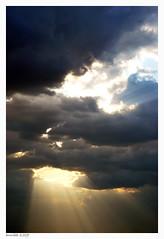 El ojo de Dios............ (annibel) Tags: blue sky sun sol azul de ojo nikon heaven el nubes 2009 dios rayos rayosdesol d60 nikond60 annibel theeyeofgod annibel2009 elojodedios