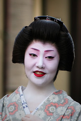 Geisha in Kyoto 2006-2 (MAKFLY) Tags: japan kyoto maiko geiko geisha gion mamehana