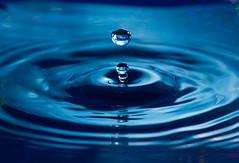 Perfect moment II (CL-Photography) Tags: blue berlin water drops christoph 2009 wassertropfen lehmann canoneos40d christophlehmann rainerkesler grooovyeasy