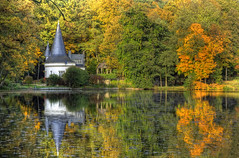 Fall / herfst / autumn / Herbst ... (Bert Kaufmann) Tags: autumn lake reflection fall water reflections germany deutschland see meer herbst herfst autumncolours autumncolors allemagne hdr lakehouse herfstkleuren duitsland autumncolor weerspiegeling reflectie dalheim herbstfarben autumncolour autumne herfstkleur weerschijn hausamsee raky herbstfarbe rakyweiher rdgen yahoo:yourpictures=autumn