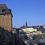 Luxembourg: panorama sur le chemin de la Corniche depuis le plateau du Rham
