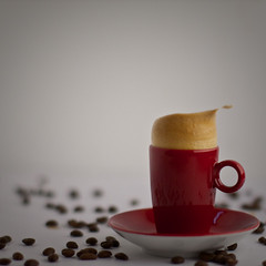coffee & crema Splash (dongga BS) Tags: red rot cup tasse coffee kaffee splash highspeed redcup spritzer canoneos50d ef50mmf12lusm frozenmovment rotetasse