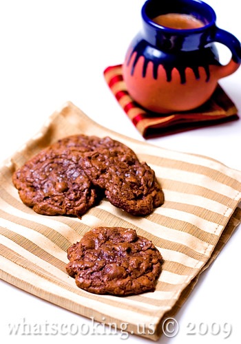 Champurrado and caramel cookies