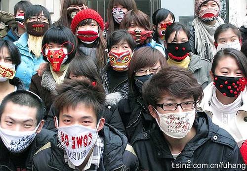 西安大学生用个性口罩关注气候变化大会