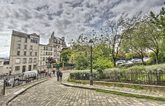 PARIGI. MONTMARTRE (FRANCO600D) Tags: parigi paris france montmartre collina hill turisti turismo passeggiata discesa città centrostorico capitale labutte quartiere lampione canon eos600d sigma franco600d