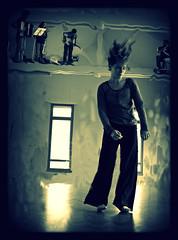 VEGETACIONES 4 (maracuya73) Tags: dance danza danse tanz crazyhair fenêtre mouvement bras brazo danslesairs peloloco vegetaciones theturntable cheveuxfous annechaussat