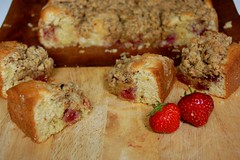 strawberry streusel cake, pieces