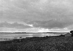 Insel Hjarno (Willi Morali) Tags: clouds landscape kodak hc110 4x5 tmax400 dnemark ostsee ilford natureslight separol moerschphotochemie mt1selenium multigradefbiv
