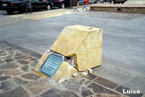 Foco roto en la Plaza de las Culturas