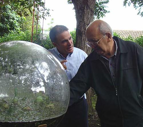 A. Pozuelo y R. Gámez con la Biosfera
