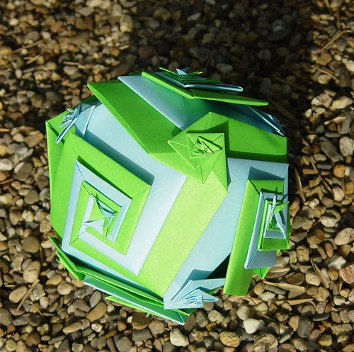 Origami-Kugel nach Toshikazu Kawasaki (Tagfalter) Tags: origami modular toshikazukawasaki