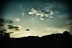 Atardeciendo 2 (Peter Lievano) Tags: travel blue light sunset sky white color blanco luz azul clouds america interesting arquitectura nikon colombia nimbus sunsets colores line cielo nubes contraste p urbano cielos hermoso fotografia formas crepusculo aire sombras nube hermosos lineas horizion excellence fotografía composicion colombiano suramerica elementos sentimientos firmamento intensidad colombianos americadelsur definido supershot d80 mywinner nikond80 peterlievano hermosasnubes hermososcielos fantasticoscielos wwwpeterlievanocom