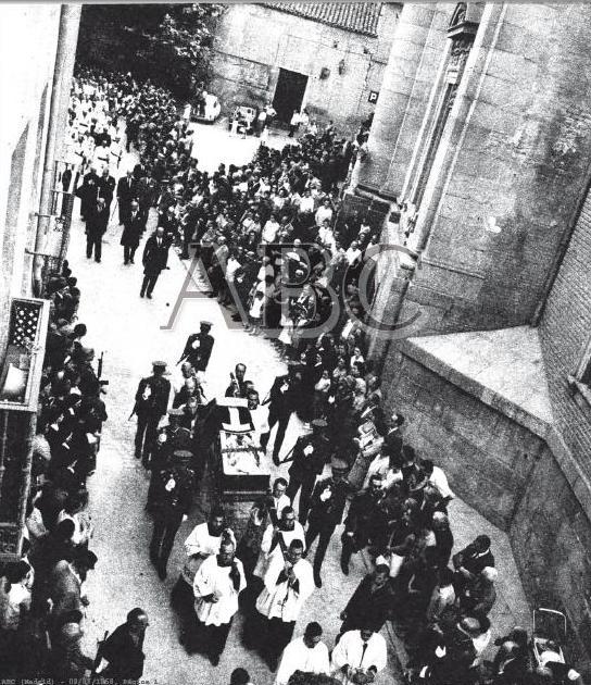 Entierro del Cardenal Pla y Deniel el 8 de julio de 1968. Diario ABC