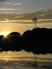 Reflejos (CamiloMazuera) Tags: sunset sky naturaleza lake mill luz sol nature water windmill silhouette yellow clouds canon contraluz lago atardecer photography agua colombia wind molino amarillo cielo nubes reflejo camilo silueta fotografia mazuera camilomazuera