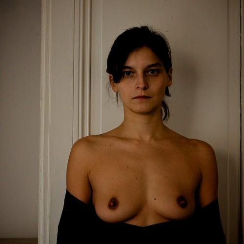 : portrait, face, graindebeaute, tit, nu, naked, poitrine, shoulder, sourire, bosom, sein, boob, regard, beautyspot, ef50mmf18ii, breast, visage, epaule, smile, naevus, look