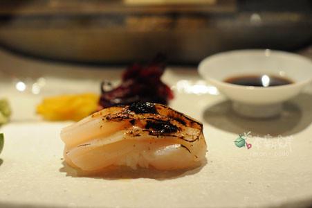 烤扇貝握壽司佐海苔醬
