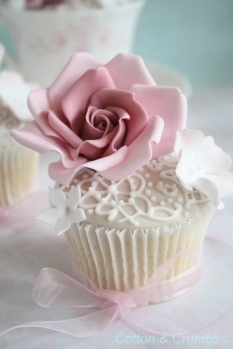 Lace hand piped cupcakes by Cotton and Crumbs