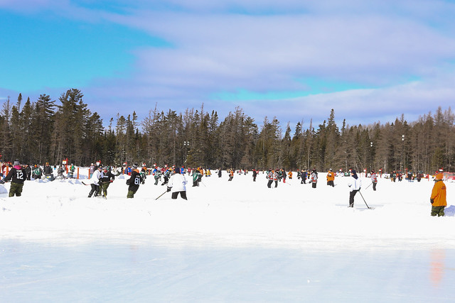 World Pond Hockey Championships / Championnat mondial de hockey sur étang