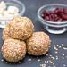 Reis-Nuss-Balls mit Cranberrys