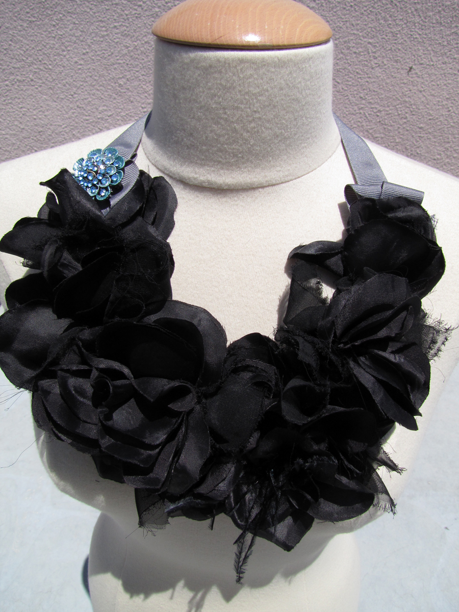 big-flower-necklace-collar-bib-3