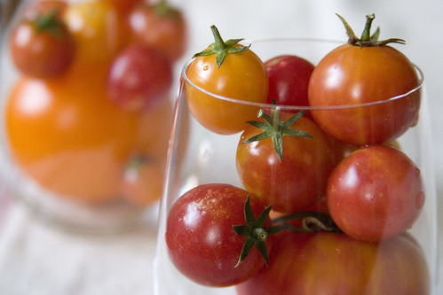 Cherry tomatoes in glasses (I)