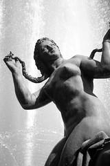 Fontaine du Soleil #4 (just.Luc) Tags: sculpture woman france water fountain statue nude nice frankreich eau wasser nu femme ctedazur escultura 1956 frankrijk fontaine vrouw beeld nudo naakt frenchriviera fontein alpesmaritimes alfredjanniot azurenkust