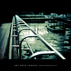 Stainless Still (jef cris) Tags: wet canon lens hongkong 50mm dof bokeh f14 crossprocess monochromatic depthoffield waterdrops vignetting primelens digitalphotoprofessional canon400d platinumphoto niksoftware colorefexpro30 adobephotoshopcs4 stainlessstill jefcrisyaneza lightroom24 canon50mmf14fixedlens