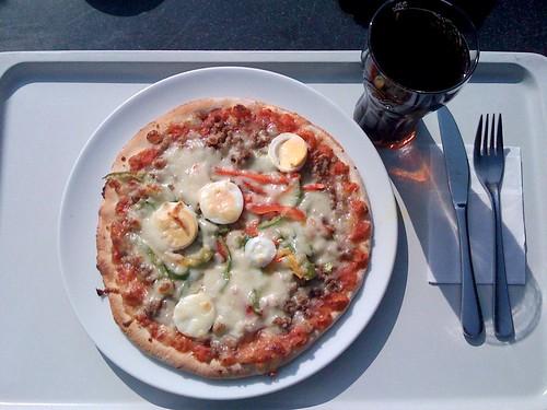 Hackfleisch-Ei-Pizza