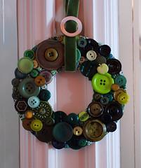 green wreath (craftapalooza) Tags: green button vintagebuttons buttonwreath buttonwreathtutorial