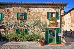 """I  tuscany.... monteriggioni, piazza roma ristorante  """" il pozzo """" (paololivorno) Tags: country tuscany toscana monteriggioni ristorante reastaurant campagba"""