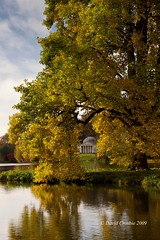 Stourhead NT, Wiltshire - Lake & Pantheon (David Crosbie) Tags: autumn trees lake nt pantheon autumnleaves stourhead nationaltrust stourheadgardens