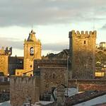Cáceres: alzado oeste parcial atardecer