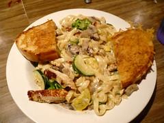 (Auralynn When?) Tags: california food chicken dinner losangeles diner pasta echopark alexandersbritespot alfredofettucini