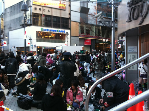 Post Fukubukuro Trading in front of 109