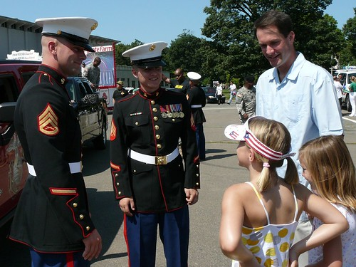 Jim Himes and his daughters with Sergeants Cairo and Welker