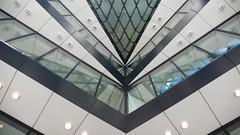 090716-090722-London - Swiss Re  (7) (evan.chakroff) Tags: uk evan england london foster normanfoster gherkin swissre 30stmaryaxe evanchakroff chakroff sirnormanrobertfosterbaronfosterofthamesbank evandagan