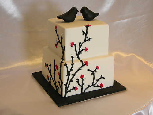 Black and White Vine Wedding Cake por sugar_rush_confections.