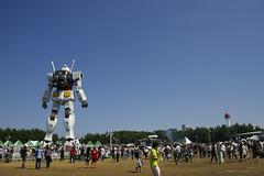 Life size Gundam (akiko@flickr) Tags: summer people odaiba gundam gigantic   mobilesuit