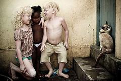 Flor da Pele (Alexandre Severo) Tags: crianas v8 olinda comunidade v9 albinas albinos tain kauan esthefany flordapele childrenbestphotos