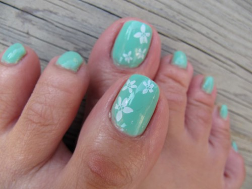 konad nail art with green minty design