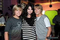Dylan, Selena + Cole (CBLovee) Tags: friends david dan girl ed montana chelsea kevin place brothers bass nick hannah waldorf joe disney taylor penn blair chuck demi serena swift cyrus blake jonas selena gomez waverly leighton gossip lively wizards miley staub henrie lovato meester badgley of westwick nelena