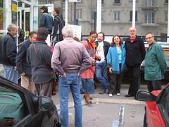 Les élus de gauche, Jeanine Jaouen, Daniel Boulain, Jean Paul Connan, devant la Poste de Deuil la barre