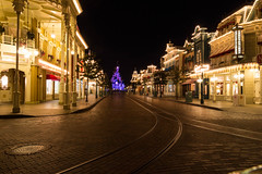 Empty Main Street, Disneyland Paris_1 (Graham Dash) Tags: disneylandparis france mainstreet paris sleepingbeautycastle themeparks castles nightphotos